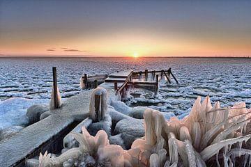 Steiger IJsselmeer in winterse omstandigheden van John Leeninga