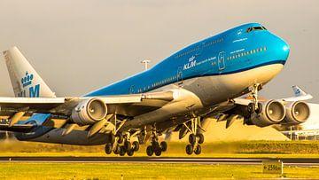 KLM Boeing 747 departing in sunset light sur Dennis Dieleman