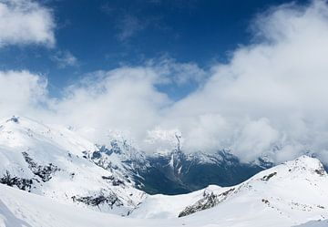 Verschneite Berglandschaft des Großglocknermassivs, Hohe Tauern, Österreich von Martin Stevens