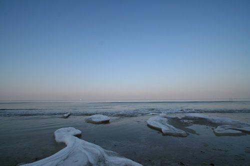Bevroren strandwater van