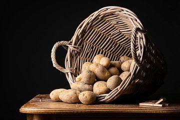Mandje aardappelen van Laura Loeve