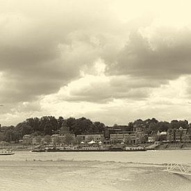 Panorama Nijmegen sepia van Lonneke Klomp