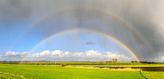 Regenboog boven de IJssel van Sjoerd van der Wal