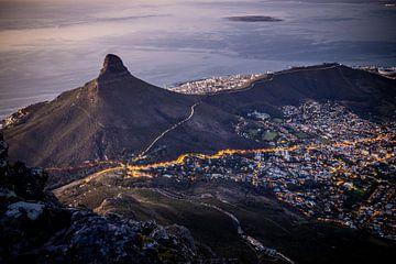 Der Löwenkopf-Berg vom Tafelberg aus gesehen. von Claudio Duarte