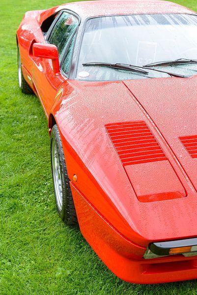 Ferrari 288 GTO raceauto uit de jaren 80 in Ferrari rood