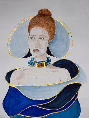 Vrouw in blauwe jurk met gouden accenten