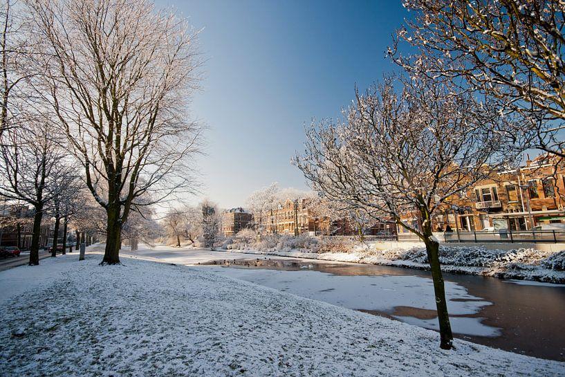 Sneeuw op de vliet van Pieter van Roijen