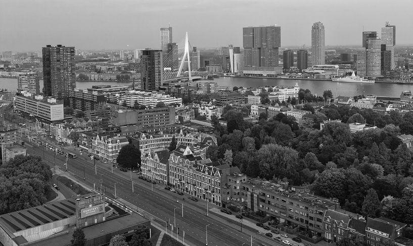 Black&white skyline of Rotterdam van Ilya Korzelius