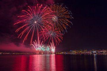 Jährliche Feuerwerkshows für den Plage de la Croisette, Cannes, Alpes Maritime, Frankreich von Rene van der Meer