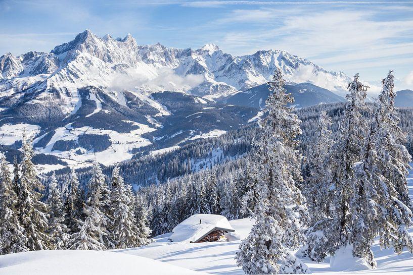 """Berglandschaft """"Kleine Hütte im Winter"""" von Coen Weesjes"""