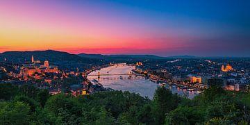 Budapest mit Schloss und der Donau von Tom Uhlenberg