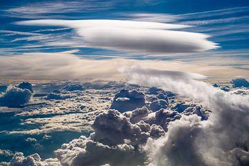 Luftbild einer Lenticularis Wolke von Denis Feiner