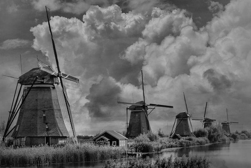 Theme B/W, Mills, Kinderdijk, The Netherlands van Maarten Kost