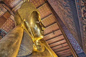 Wat Pho liggende gouden Boeddha van Bernd Hartner