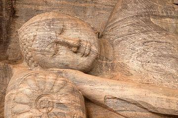 Stenen Boeddhabeeld, Polonnaruwa, Sri Lanka van Peter Schickert