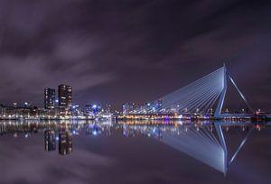Erasmus brug by night Rotterdam van Alfred Benjamins