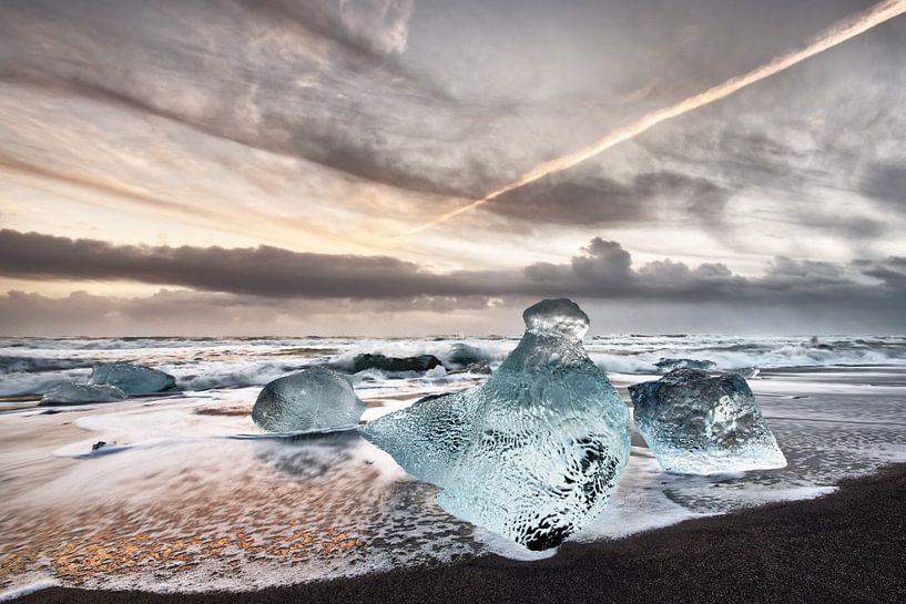 Eisblöcke am Strand von Ralf Lehmann