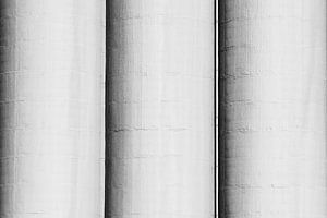 Drie betonnen silo's
