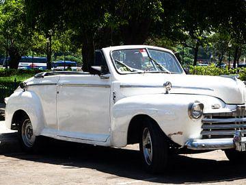 Classic car in Cuba van Ineke Huizing