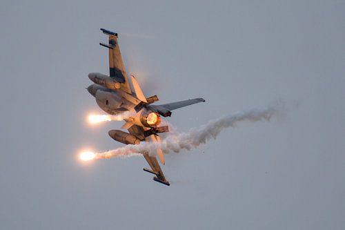 F16 Airpower demo met flares van