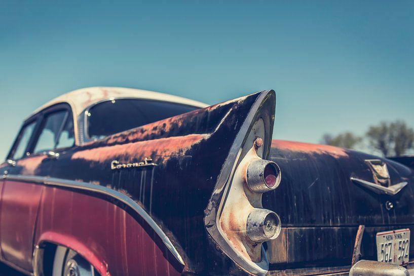 Achterkant van een Dodge Coronet Oldtimer Auto van Art By Dominic