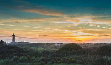 vuurtoren van ouddorp gezien vanuit de duinen van Michel Knikker