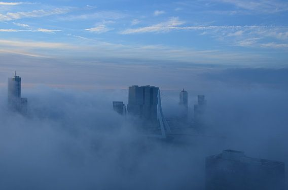 Rotterdamse Iconen omgeven door mist van Marcel van Duinen