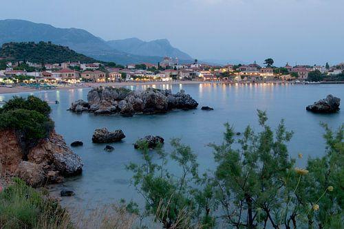 Uitzicht op het Griekse kustdorpje Stoupa