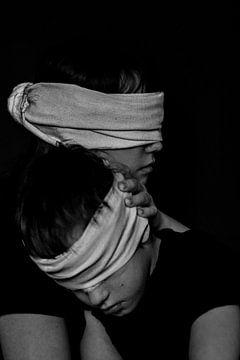 Sicher in meinen Armen in der Dunkelheit von tathiana Brussel