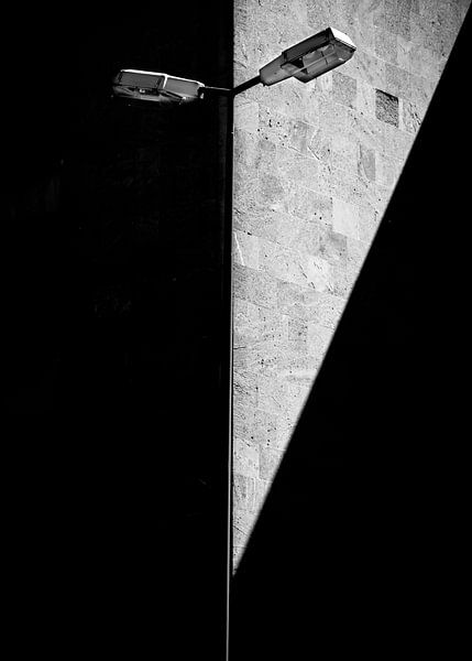 Laterne am Flughafen Tempelhof - Berlin van Holger Debek