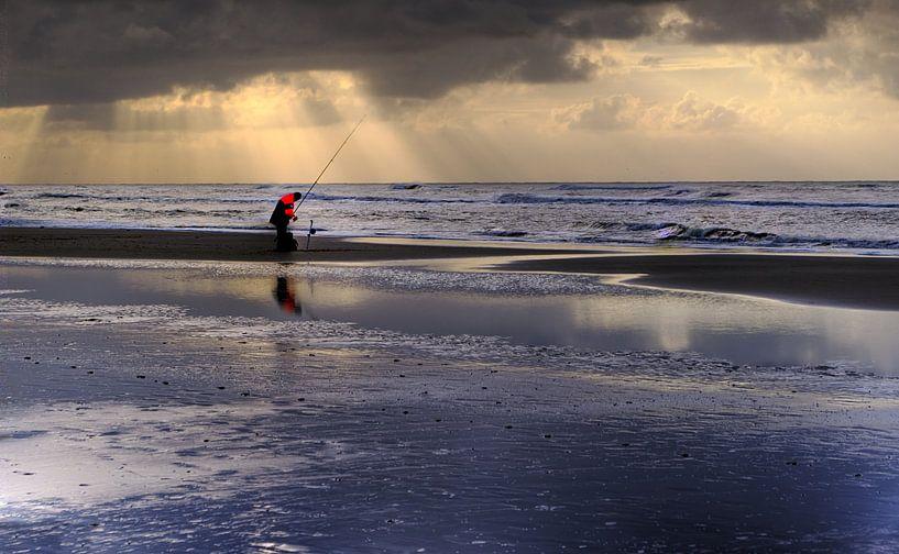 Eenzame zeevisser van Mike Bing