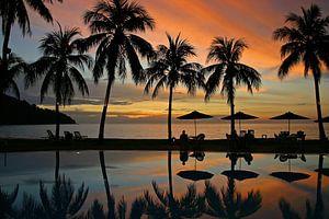 Zonsondergang bij het zwembad