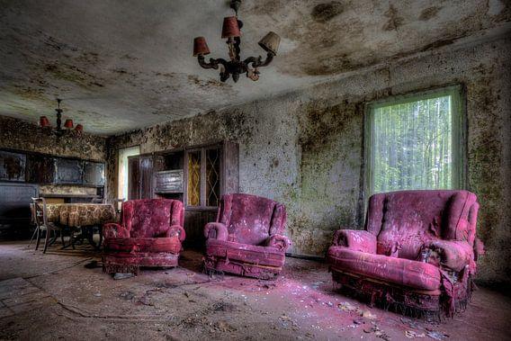 Urbex woonkamer met veel schimmel van Henny Reumerman