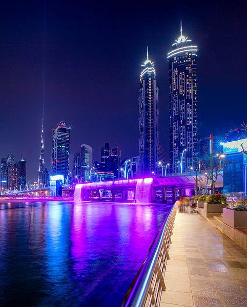 Open Waterkanaalwaterval van Dubai