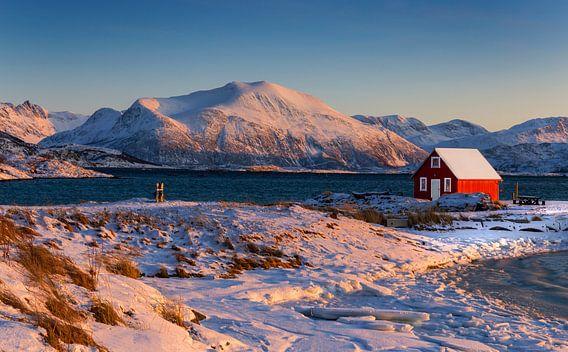 Winterlandschap met boothuis in Noorwegen
