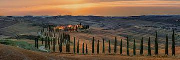 Landschaftspanorama in der Toskana in Italien zum Sonnenuntergang als Panoramabild von Fine Art Fotografie