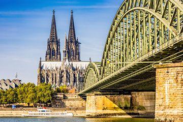 Kölner Dom bei Sonnenschein von Günter Albers