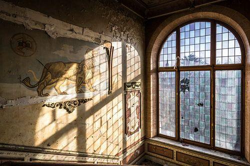 Leeuw decoratie en glas in lood raam van