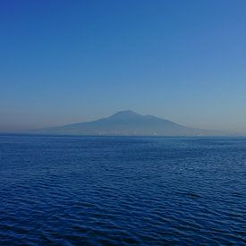 Napels liggend aan de voet van de Vesuvius van Joris Pannemans