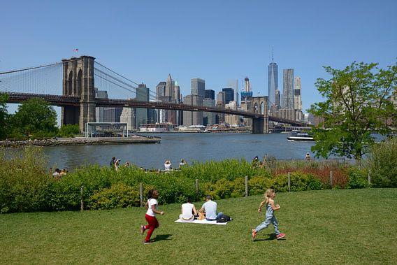 Brooklyn Bridge over de East River van Merijn van der Vliet