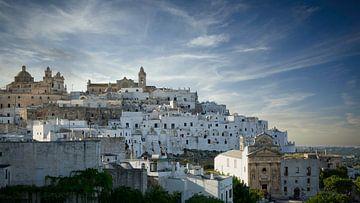Die weiße Stadt Ostuni in Italien von Sran Vld Fotografie