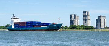 Containerschip op de Nieuwe Waterweg van Maurice Verschuur