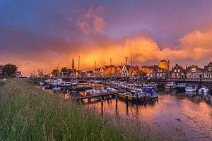 Regenwolken boven Veere von Gijs Koole
