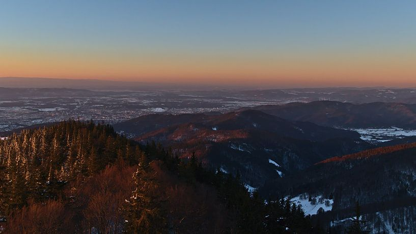 Zwarte Woud panorama met kleurrijke Venus gordel in de winter van Timon Schneider