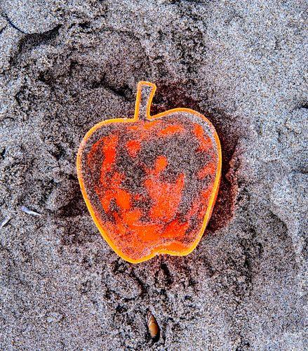 Apple on the Beach - Sand Pt II