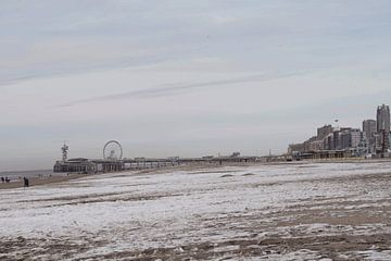 Scheveningen strand in de winter van Consala van  der Griend