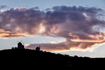DonQuichot molens bij zonsondergang sur Jeroen Kleverwal