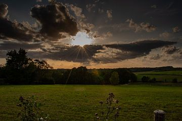Ein wolkiger Sonnenabend von Joerg Keller