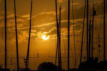 Zonsondergang zeilboten van Rob Sebel
