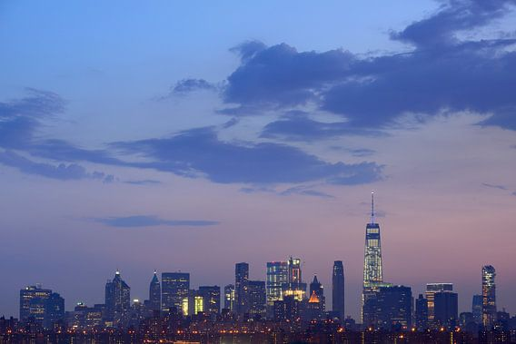 Manhattan Skyline in New York in de avond